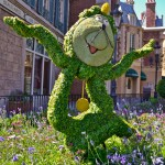 Cogsworth Topiary, photograph by Samantha McElhaney